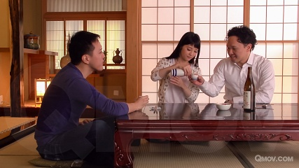 Rei Mizuna gets pussy pleasured by her 2 horny guests