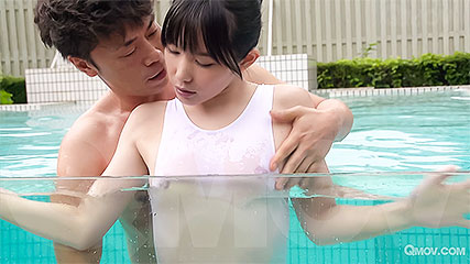 Yui Kasugano likes to fuck in and out of the water