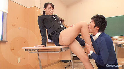 Yui Oba the kinky teacher rides student's cock after class